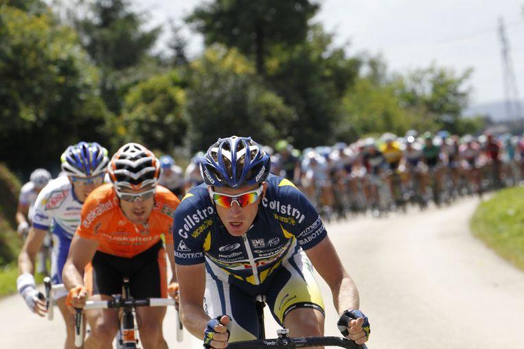 Het peloton bezig aan de vijfde etappe. Beeld
