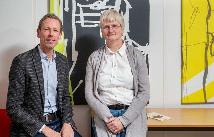 Liesbeth ter Elst (rechts) en Marcel Wielhouwer van Levensvragen in de Vallei.