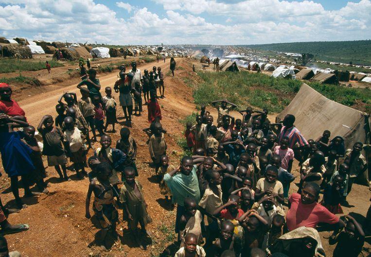 Hutu-vluchtelingen in 1994 in een kamp opgezet door Artsen Zonder Grenzen, in Zuid-Rwanda. Beeld Sygma via Getty Images