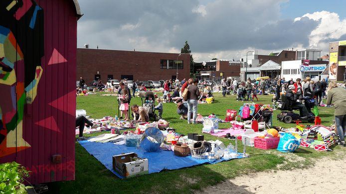 Kleedjesmarkt op het Veenendaalse stadsstrand, afgelopen zaterdag.