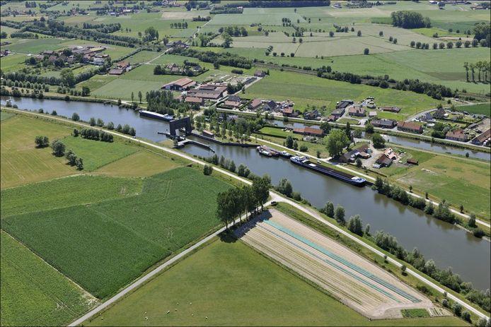 De wandeling vindt plaats in de buurt van het kanaal Gent-Brugge-Oostende.