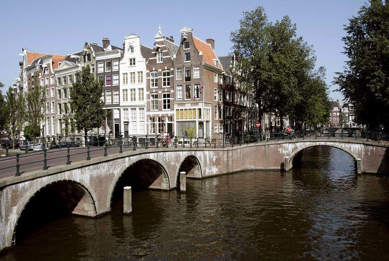 Een deel van de Amsterdamse grachten moet bootvrij blijven, zodat de dunne ijslaag kan groeien. Beeld ANP XTRA