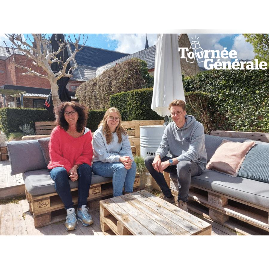Linda Rouseré, haar zoon Robbe Sambaer en zijn vriendin Josephine Ververken staan te popelen om opnieuw pintjes te tappen en tapas te serveren in hun zomerbar Jardin 'O Sud.