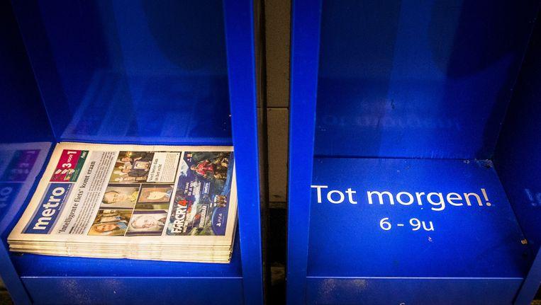 De gratis krant Metro komt onder steeds hogere druk van commercie te staan. Beeld Stefaan Temmerman