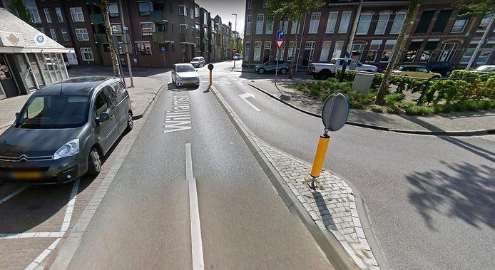 Rechtsaf naar de Bredasestraat vanaf het Pastoor Joorenplein kan straks niet meer.
