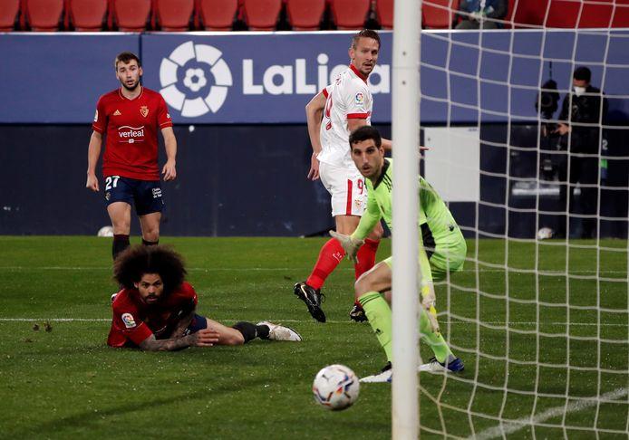 Luuk de Jong laat de keeper van Osasuna kansloos met een mooie hakbal.