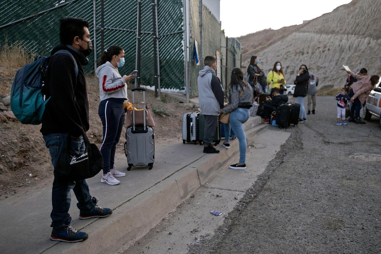 Cruz Estuardo Tunpumay een 32-jarige migrant uit Guatamala wacht bij de Amerikaanse grens.  Beeld Hollandse Hoogte / AFP