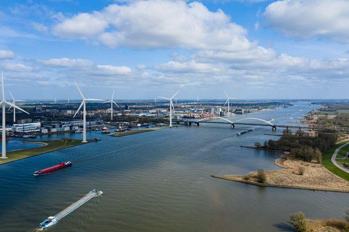 Impressie van hoe de skyline van Gorinchem eruit kan komen te zien met de nieuwe windmolens. Deze is gemaakt door ondernemer Rik Pellikaan.