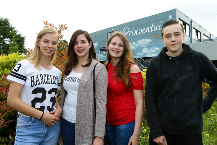 Arianne Moes, Naomi van der Wiel, Libby Junggeburth en Abe Kwakernaak (vlnr).