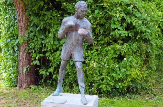 Geraardsbergen krijgt het standbeeld langdurig in bruikleen.