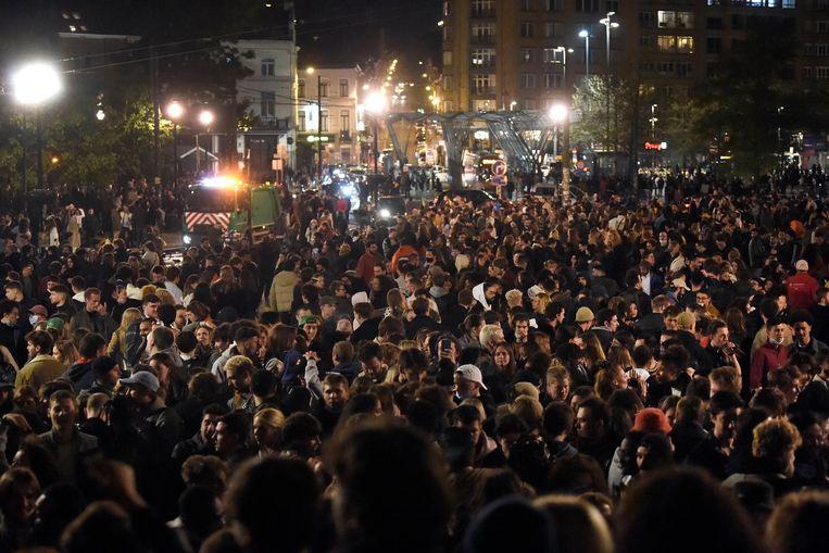 Een mensenzee op het Flagey-plein in Brussel, vorige zaterdag. Beeld Photo News
