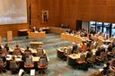 De vergaderzaal van het provinciehuis in Zwolle. De vergadering van komende woensdag is vanwege corona volledig digitaal.