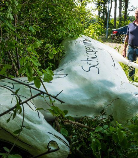 Betonnen paard van Schaapskooiruiters in Wapenveld zo vaak omgegooid dat het nu niet meer is te redden