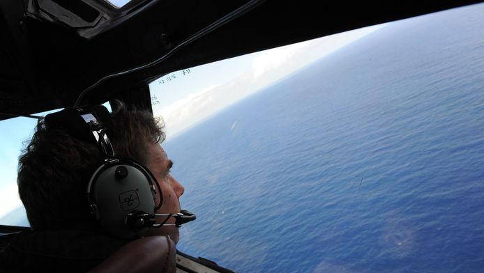 Een eerdere zoektocht naar vlucht MH370, vanuit een vliegtuig.