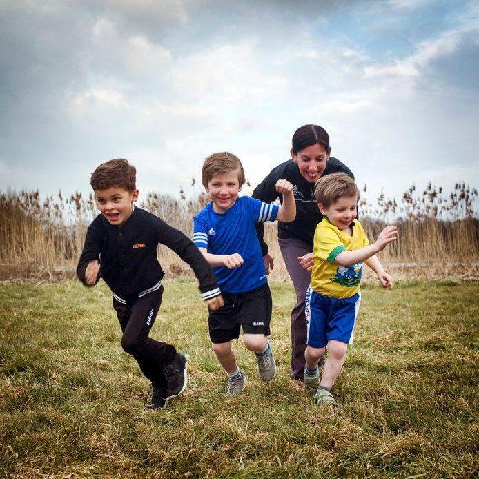 De kinderen van Nina Matthijssen trekken nu al af en toe graag een sprintje. Mede voor hen heeft Nina met haar man Michel Hulleman en dorpsgenoot Tom Terpstra het initiatief genomen om een atletiekvereniging op te richten.
