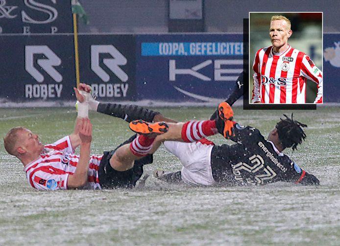 De bewuste overtreding bij Sparta-PSV in januari: Tom Beugelsdijk krijgt geel na een duel met Noni Madueke.