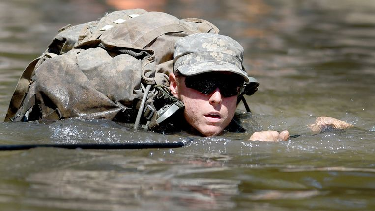 Een vrouwelijke studente bij de Army Rangers.