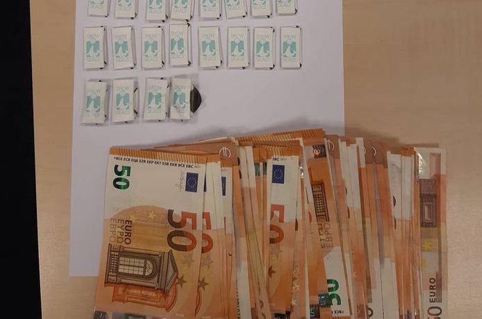De dealer had veel geld op zak.