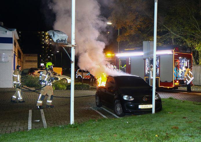 In de nacht van dinsdag op woensdag werd onder meer aan De Ritte in Spijkenisse een auto in brand gestoken
