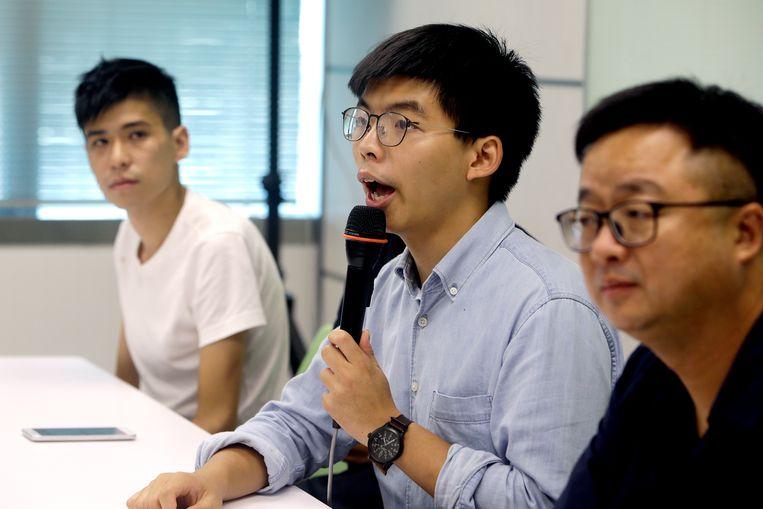 Joshua Wong (midden) was afgelopen dagen in Taiwan. Beeld AP