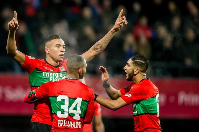 NEC-speler Jay-Roy Grot viert de 2-0 met Gregor Breinburg en Mohamed Rayhi (rechts).