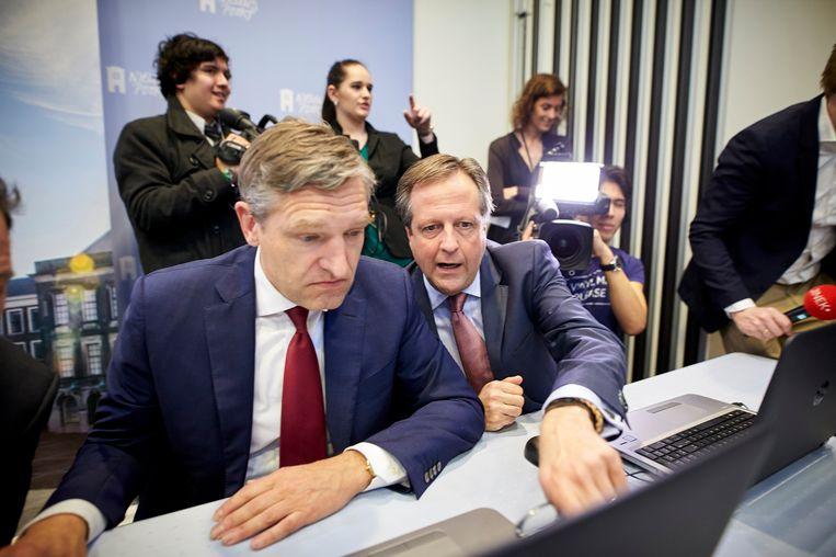 Sybrand Buma en Alexander Pechtold bij de lancering van de Stemwijzer. Beeld Phil Nijhuis