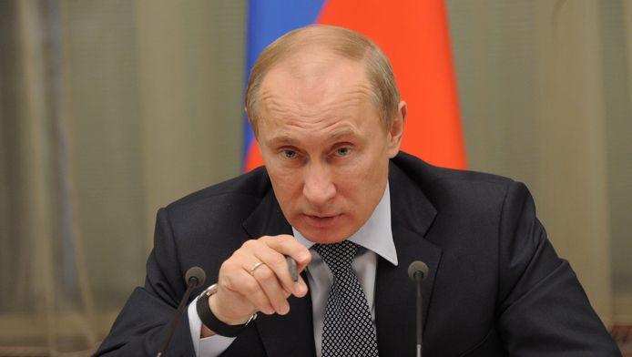 De Russische president Vladimir Poetin eist excuses van Nederland voor de behandeling van een Russische diplomaat door de politie in Nederland.