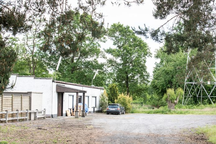 De woning in Nokere waar de cannabisplantage gevonden kon worden.