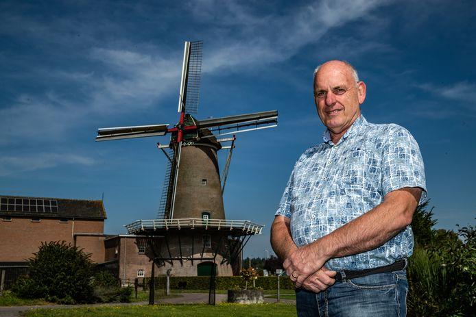 De kap van windkorenmolen De Leeuw, tussen Bathmen en Lettele, moet  worden vernieuwd. Hiervoor heeft Bas van Swigchem van Stichting Windkorenmolen de Leeuw een crowdfundingactie opgezet.