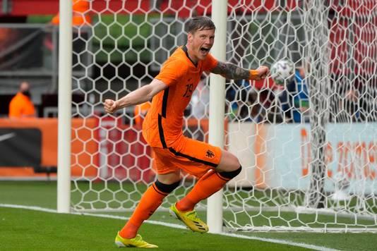 Wout Weghorst maakte zijn eerste goal in Oranje. Later deed ook invaller Ryan Gravenberch dat nog.
