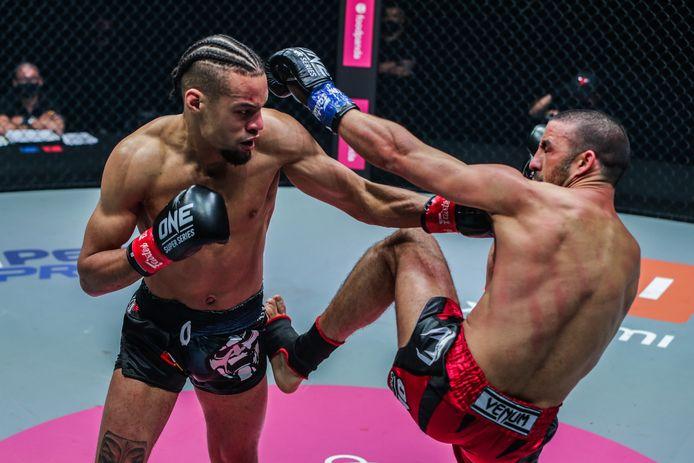 Regian Eersel (links) in gevecht met Mustapha Haida