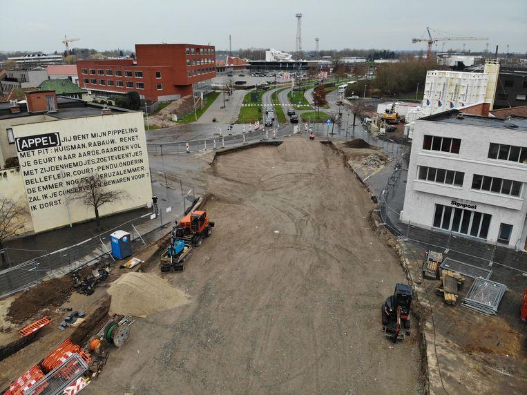Hier zie je de graafwerken aan de kant van de Lambrechtlaan, vlakbij het bedrijf Signpost en de frituur Frietlounge Appel