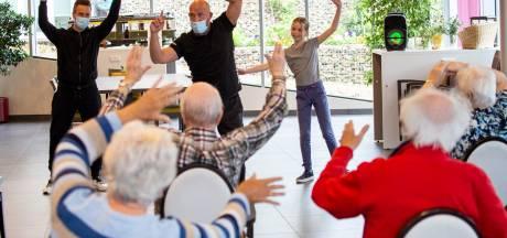 Kinderburgemeester brengt Rhenense ouderen in beweging