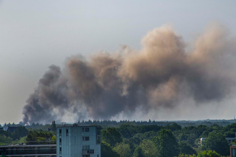 De grote brand is vanuit Tilburg te zien.