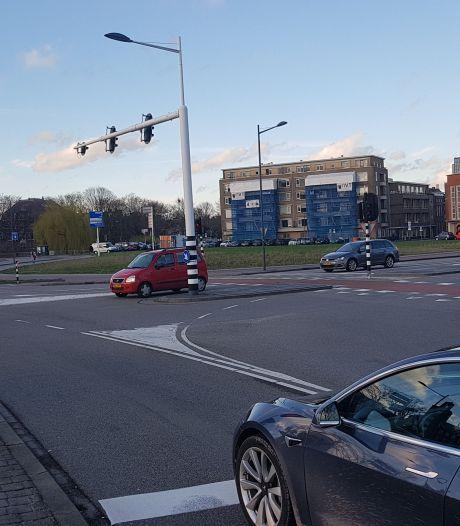 Mag je bij rood licht over de stopstreep staan met je auto?