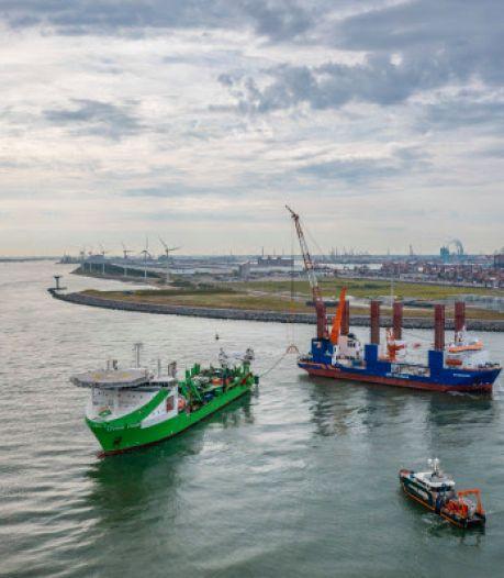 Onderwaterrobot legt in Maasmond derde kabel voor Zuid-Hollands windpark