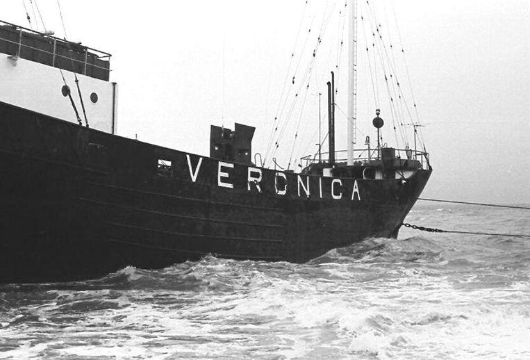 Het schip van piratenzender Radio Veronica gestrand in Scheveningen, 7 April 1973 Beeld Wikimedia Commons