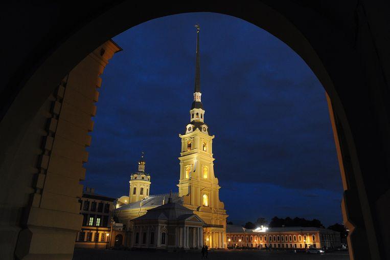 De Petrus-en-Pauluskathedraal in Sint-Petersburg, waar de lichamen van tsaar Nicolaas II, zijn vrouw Alexandra en drie van hun kinderen begraven liggen. Beeld AFP