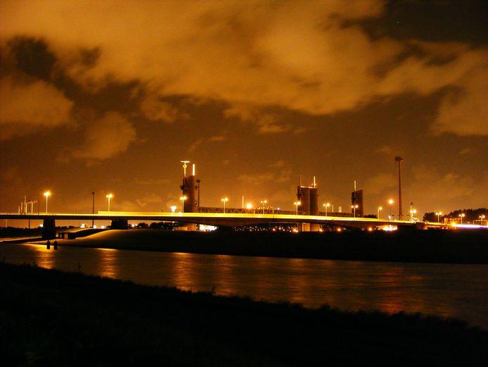 Voor de tweede keer in twee weken ging de Hartelbrug vanmorgen in storing.