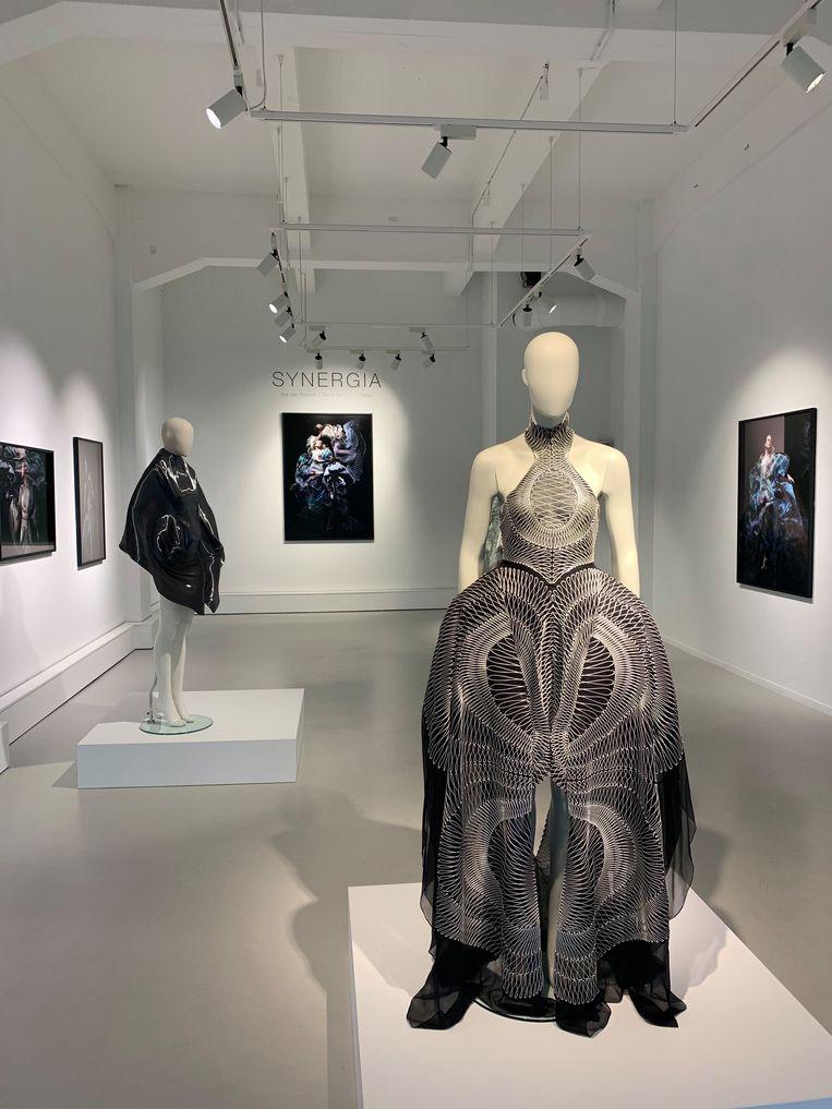 Ontwerpster Iris van Herpen staat bekend om haar interdisciplinaire aanpak. Beeld Rademakers Gallery