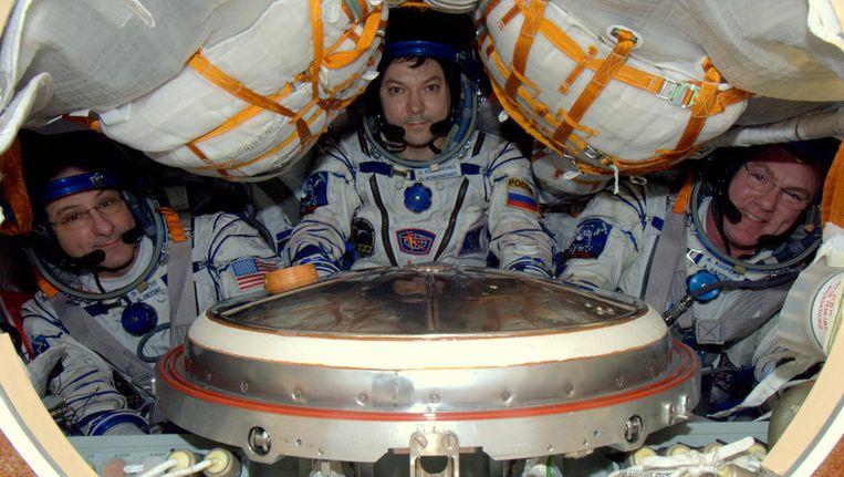 André Kuipers en zijn collega-astronauten in de laatste tweet van Kuipers uit de ruimte. Beeld flickr.com/photos/astro_andre