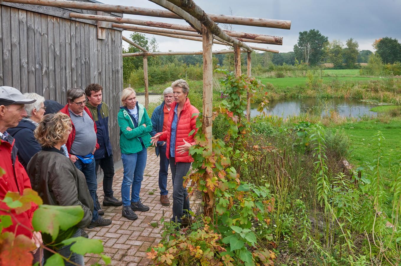 Opendag voedselbos Heesch met op de foto aan 't woord Marian Langens.