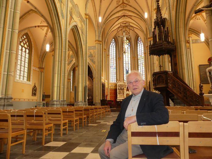 Hendrik De Leersnijder in de kerk van Dentergem, die weer schittert zoals vroeger.