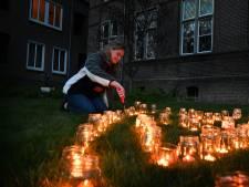 Kaarsjes in hartvorm als 'grote troost' bij het klooster in Zenderen