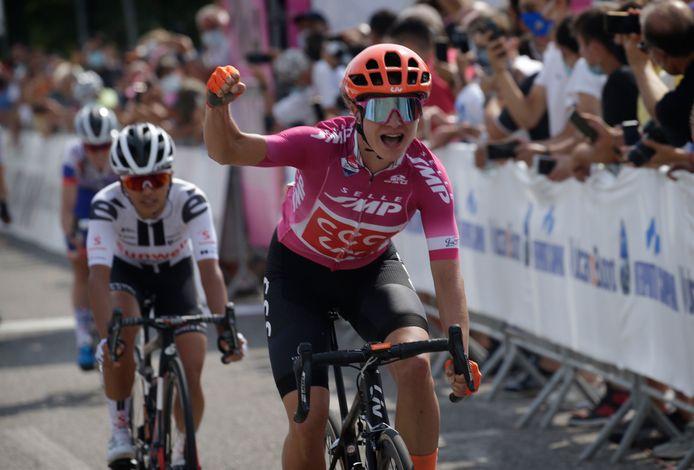 Marianne Vos wint een etappe in de Giro.