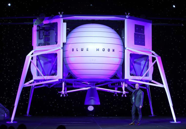 Jeff Bezos stelde in mei 2019 zijn maanlander Blue Moon voor. Beeld AFP