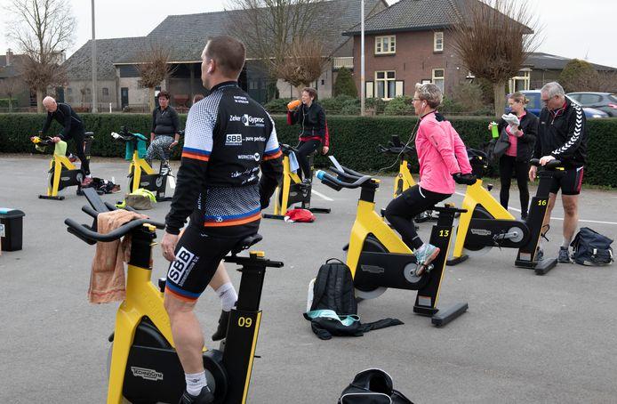 Sportscholen geven buiten les, zoals hier in Lienden