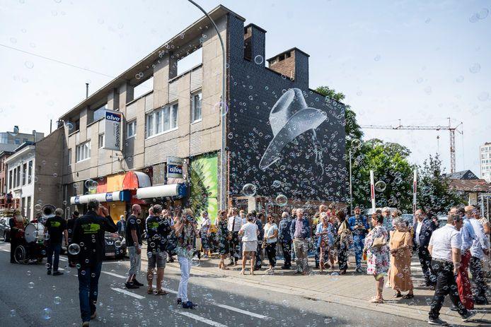 Het muurportret van Bobbejaan Schoepen werd feestelijk ingehuldigd