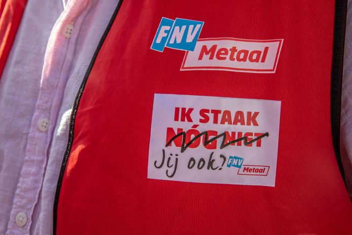 FNV en CNV voeren deze week samen actie voor een betere cao. Ook in Zwolle.