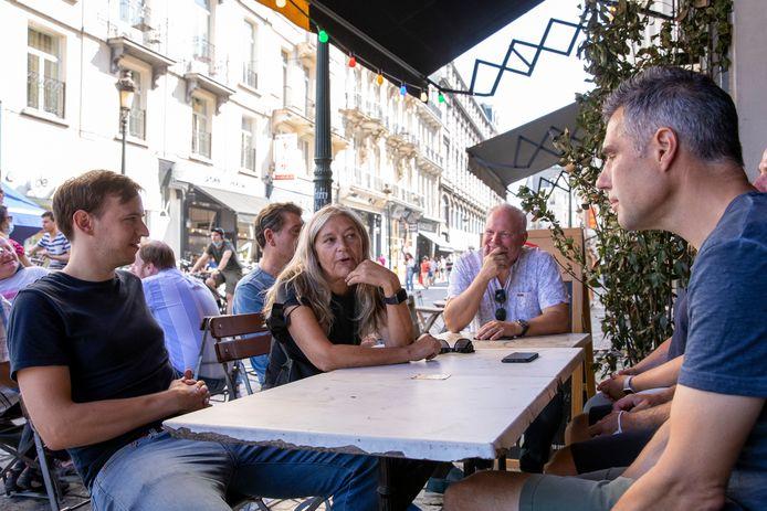 Des clients à une terrasse d'un café dans le centre de Bruxelles, le 8 septembre dernier.